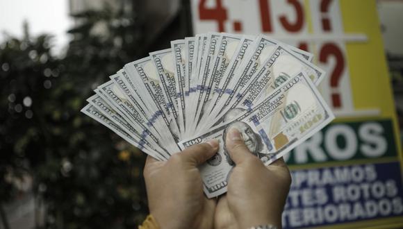 En el mercado paralelo o casas de cambio de Lima, el tipo de cambio se cotiza a S/ 4.090 la compra y S/ 4.125 la venta de cada dólar. (Foto: Joel Alonzo / GEC)