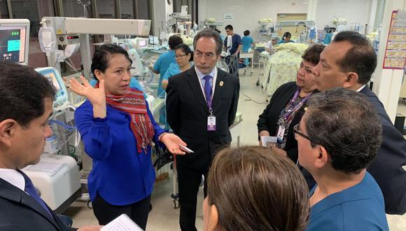 Rebeca Cruz realizó una visita inopinada al Instituto Materno Perinatal. (Foto: @rebecacruzt)