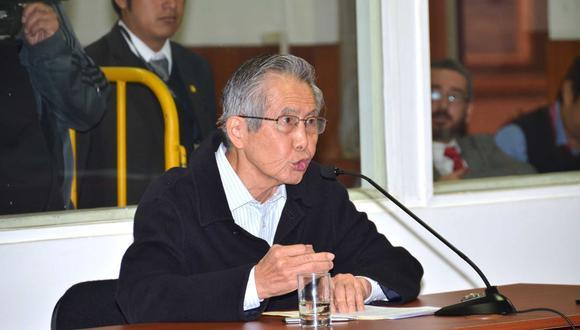 """Foto  5   La compra de las líneas editoriales y los diarios chicha. El 30 de setiembre del 2009, Fujimori fue condenado a seis años de prisión por los pagos a los congresistas tránsfugas, por el espionaje a políticos y periodistas, y por la compra de Cable Canal de Noticias y de la línea editorial del diario """"Expreso"""". También se le impuso el pago de S/27'060.216 por reparación civil por los tres casos. (Foto: USI)"""