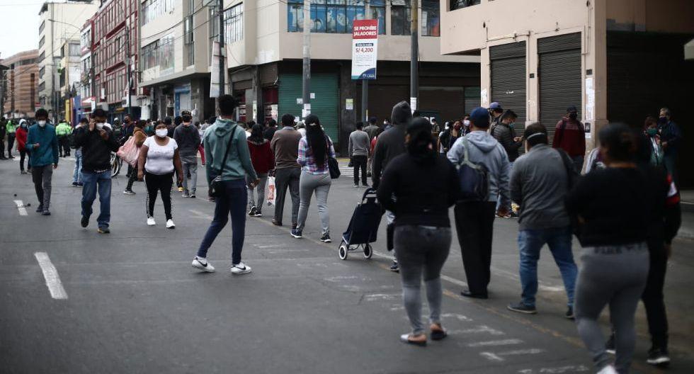 En uno de los diferentes escenarios que muestra la epidemia en Perú, las autoridades sanitarias remarcan que las medidas que se tomaron para atenuar el impacto de la enfermedad evitaron más de 900,000 casos positivos y 100,000 fallecidos tan solo en Lima. (GEC)
