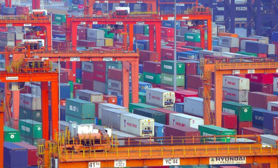 El alza de las exportaciones de aviones, automóviles y medicamentos impulsó esta rebaja del saldo internacional comercial de EE.UU. (Foto: EFE)