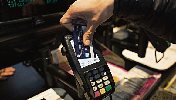 Deudores. Los que tienen problemas de morosidad mantienen principalmente obligaciones de tarjetas y préstamos personales. (Foto: Bloomberg)
