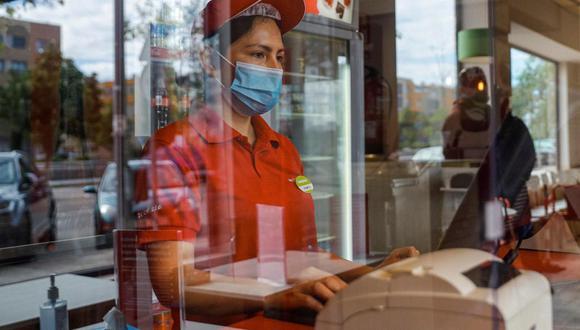 Empresas deberán proveer al personal de equipo de protección personal, medicamento para prevención y del tratamiento en la red sanitaria. (Foto referencial: EFE)