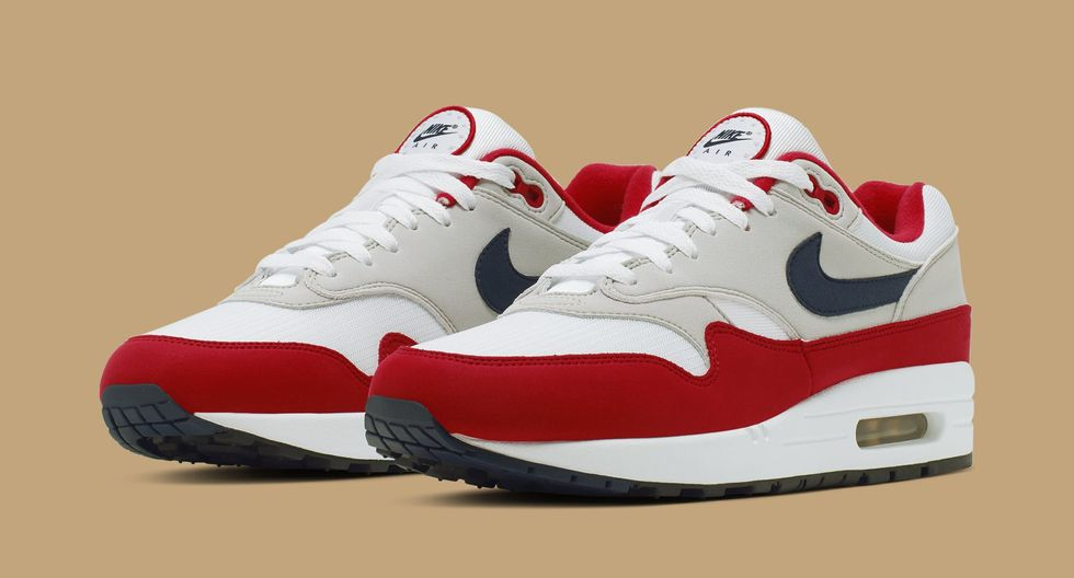 Nike retira zapatillas con bandera original de EE.UU. por
