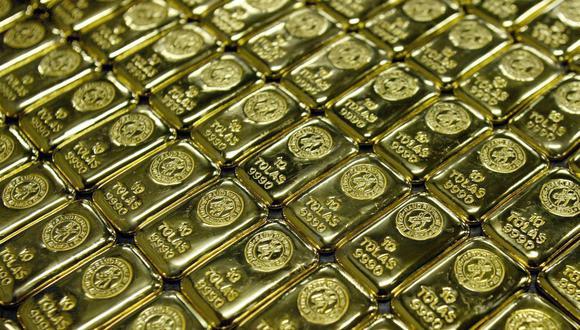 El oro también se veía presionado por el dólar, que rondaba máximos de dos meses en la sesión. (Foto: Reuters)