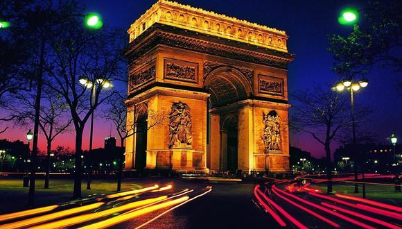 El Arco del Triunfo está ubicado en el VIII Distrito de París, em  la plaza Charles de Gaulle, en el extremo occidental de la avenida de los Campos Elíseos. (Vía 'Fondos de paisajes').
