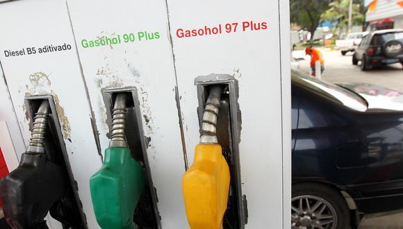 Los precios del combustible bajaron, según Opecu. (Foto: USI)