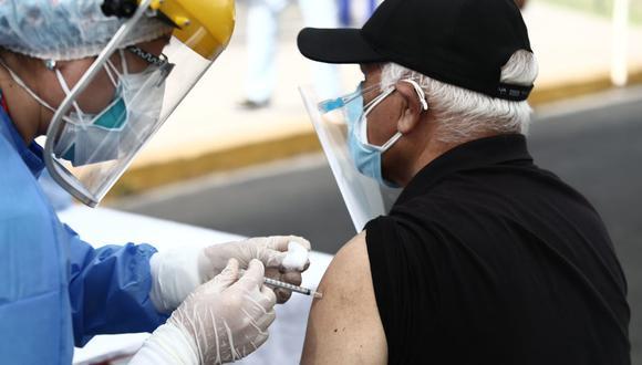 El Ministerio de Salud desarrolla actualmente una vacunación contra el COVID-19 a adultos mayores. (Foto: GEC)
