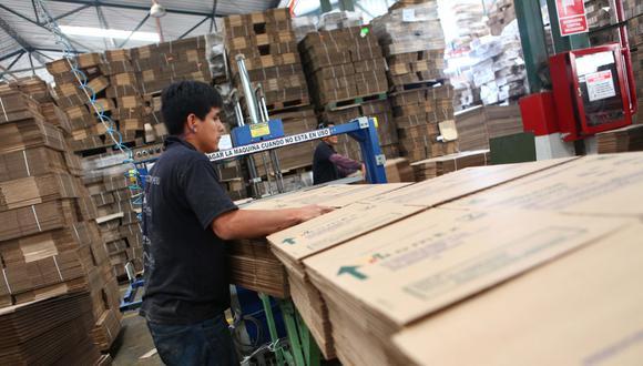 Foto 4   PAPEL E IMPRENTA (5.5%). ·Envases de papel y cartón: mayor producción de cajas de cartón. ·Papel y cartón: por mayor demanda de papel bond y de papel para agroexportación, recuperándose de los efectos por el Fenómeno del Niño. ·Otros artículos de papel y cartón: mayor demanda.   (Foto: USI)