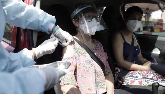 El Ministerio de Salud desarrolla actualmente una campaña de vacunación contra el COVID-19 a adultos mayores. (Foto: GEC)