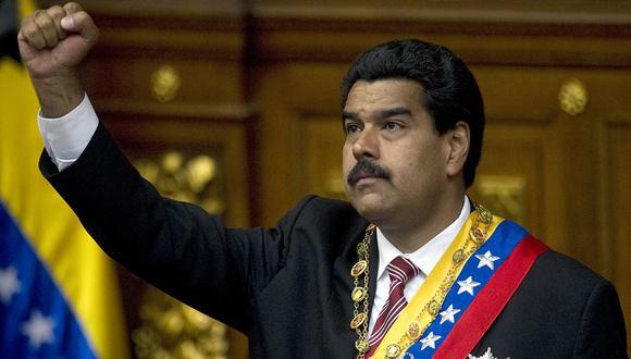 Nicolás Maduro aprieta el puño después de su juramento, en Caracas, el 8 de marzo de 2013. (AFP/Juan Barreto).