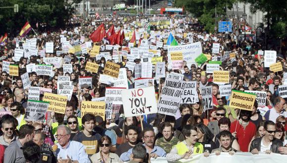 En las marchas del 15M miles de personas, encabezadas por los más jóvenes, protestaron contra el bipartidismo, la corrupción, la precariedad y las políticas para salir de la crisis del 2008. (Foto: Claudio Álvarez - El País).