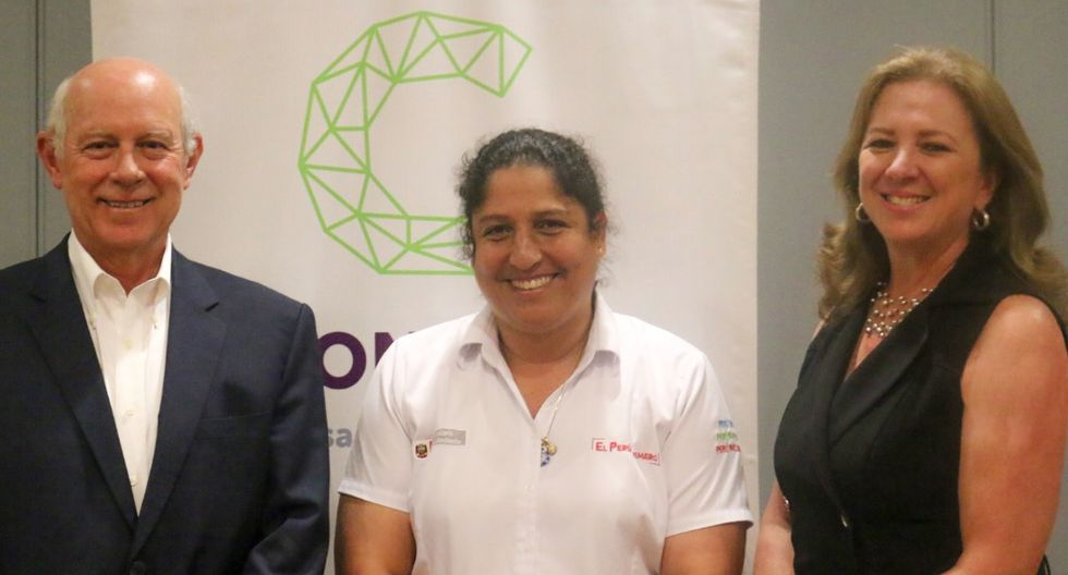 Ricardo Bernales, vicepresidente de la Confiep, junto a la Ministra del Ambiente, Fabiola Muñoz y la presidenta de la Confiep, María Isabel León.