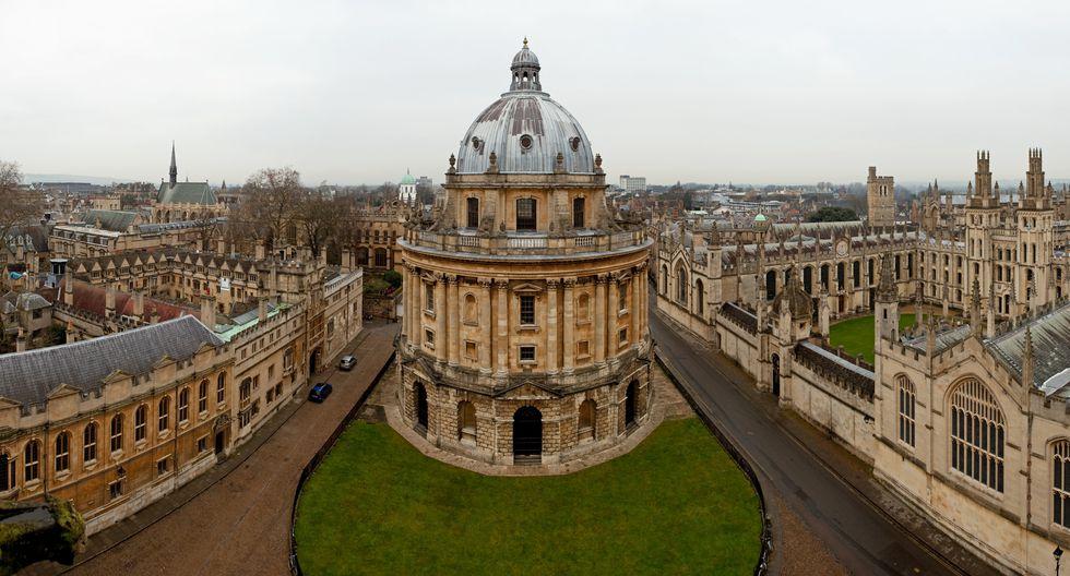 """Sólo se podrá saber si la vacuna que prepara la Universidad de Oxford es efectiva una vez que un """"número significativo"""" de gente reciba la dosis."""