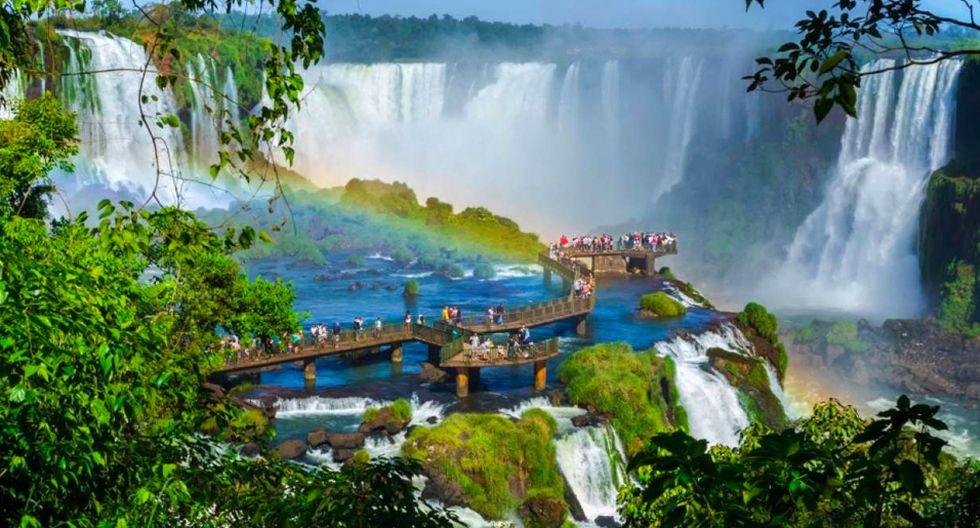 FOTO 5 |Brasil No es de extrañar que sea uno de los países más poblados, pues ¡ocupa casi la mitad de la superficie de América del Sur! Más allá de Río de Janeiro, las playas del nordeste, el río Amazonas o las cataratas de Iguazú, Brasil tiene muchísimos lugares que recorrer. Puedes viajar en el tiempo en la ciudad minera deOuro Preto, descansar de las multitudes enPetropolismientras disfrutas del increíble Museo Imperial, perderte por la ciudad deFlorianopolisdisfrutar del mejorcarnavaldel mundo en Río de Janeiro (aunque quizá este plan no sea el más barato que puedes encontrar en Brasil).  (Foto: 123 RF)