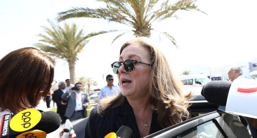 María Isabel Leon, presidenta de la Confiep, abandona la CADE tras conocer del allanamiento a las oficinas del gremio empresarial. (Foto: Hugo Pérez)