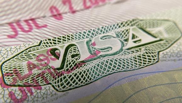 Fuentes diplomáticas de Estados Unidos han asegurado que desconocen los supuestos casos de cancelaciones de visados por estos motivos. (Photo by Chris DELMAS / AFP)
