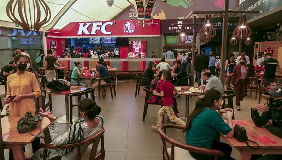 Preocupación. El 68% de las franquicias están vinculadas a la gastronomía. (Foto referencial: AFP)