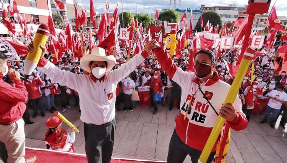 Pedro Castillo y Vladimir Cerrón durante un mitin en Huancayo, Junín, a fines de marzo. (Foto: Perú Libre)