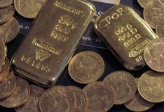 Oro sube levemente por alivio en retorno de bonos y firmeza del dólar