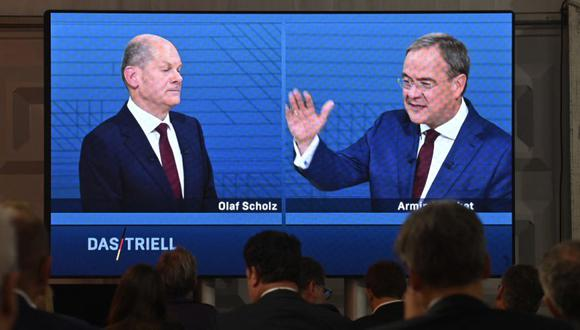 En víspera de las elecciones el socialdemócrata Olaf Scholz y el conservador Armin Laschet llegan casi igualados a la línea de llegada. (Photo by John MACDOUGALL / AFP).