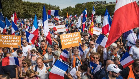 En total, entre 60,000 y 80,000 personas se movilizaron a través de 185 cortejos en toda Francia, lo que supone una disminución neta con respecto al movimiento en sus inicios, a mediados de julio. (Foto: EFE/EPA/CHRISTOPHE PETIT TESSON).