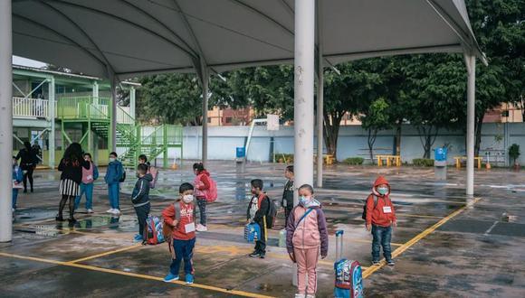Las clases comienzan y los niños más pequeños no tienen protección.