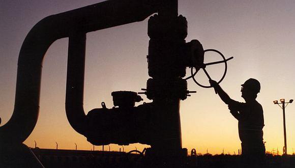 El presidente ejecutivo de Vitol, Russell Hardy, dijo que los precios del crudo estarían en US$ 55 el barril en octubre del 2021, mientras que Jeremy Weir, de Trafigura, pensaba que estarían en US$ 52 y Torbjorn Tornqvist, de Gunvor, en US$ 50. (Foto: AP)