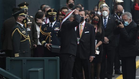 Francisco Sagasti se desplazó desde el Palacio de Gobierno hasta el Parlamento a las 11 a.m. para cumplir el acto de entregar su banda presidencial a la presidenta del Congreso. (Foto: GEC)