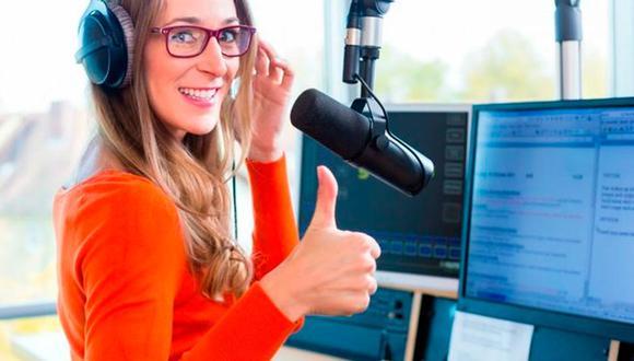 FOTO 3 | 3. Grabar podcast. Hacer podcast es otra excelente manera de utilizar un par de horas para construir una audiencia regular alrededor de un tema específico de la industria. Crea tu público y más adelante busca patrocinadores que estén dispuestos a pagar porque anuncies productos o des pequeños anuncios publicitarios. (Foto: Depositphotos.com)