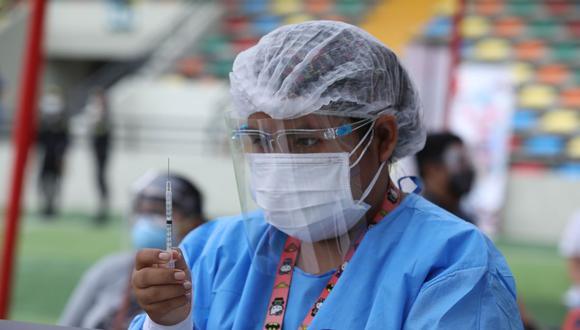 Ya hay fecha para la vacunación del grupo de personas mayores de 50 años. (Foto: Britanie Arroyo/ GEC)