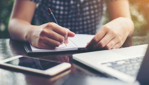 Existe una tendencia hacia descartar la escritura a mano como una habilidad poco esencial. (Foto: iStock)