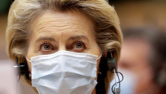 La presidenta de la Comisión Europea, Ursula Von Der Leyen, usa una mascarilla durante un debate en Bruselas, Bélgica, el 25 de noviembre de 2020. (Olivier Hoslet/Pool/REUTERS).