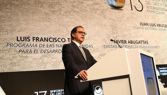 """Ministro de Energía y Minas, Francisco Ísmodes, en el """"Simposium del Oro y la Plata"""" ."""