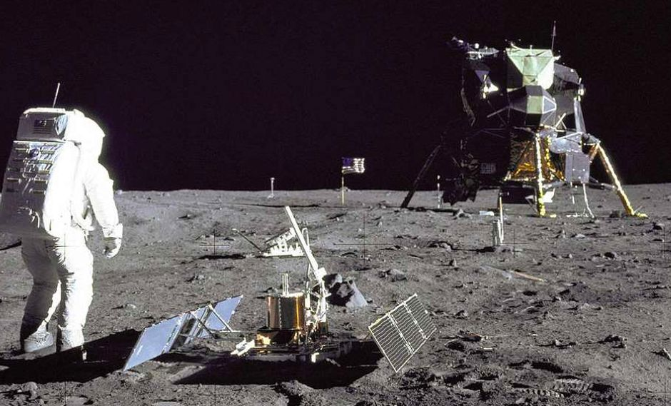 FOTO 8 | Buzz Aldrin ha sido el único astronauta que ha celebrado un oficio religioso en la Luna: pidió permiso a la iglesia presbiteriana para poder tomar la comunión, por eso se llevó un lote compuesto de una forma sagrada y un poco de vino. (Foto: NASA)