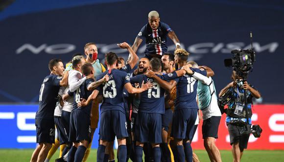 El Paris Saint-Germain celebra luego de alcanzar el pase a la final de la Champions League. (Foto: AFP)