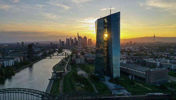 El BCE tiene como objetivo mantener las condiciones financieras expansivas frente a la creciente carga de deuda a medida que los Gobiernos inyectan ayuda fiscal a las empresas y las familias. (Bloomberg)