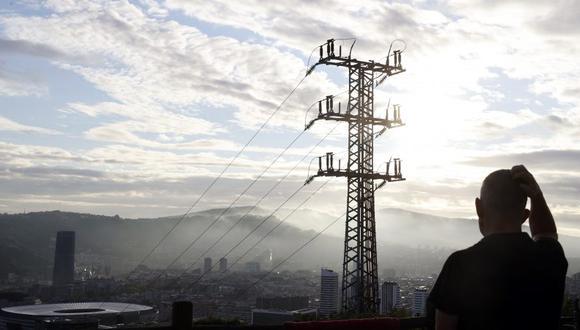 El gobierno espera además una inversión privada de US$ 600 millones para desarrollar un proyecto de generación térmica a base de gas natural, que podrá ser producido en el país o importado por la empresa concesionaria. La central tendrá una potencia de 400 megavatios. (Foto: EFE)