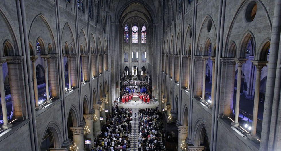 FOTO 11 | La catedral durante una ordenación Las ordenaciones de los sacerdotes, que se ven aquí, en la catedral de Notre Dame, son celebradas por el cardenal Andre Vingt-Trois. Fotógrafo: Godong / Universal Images Group Editorial