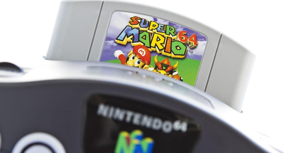 FOTO 1 | Nintendo 64: Muchos jóvenes que crecieron en los 90 conservan en casa consolas antiguas que ya no utilizan como la Game Boy, la Mega Drive o la Nintendo 64. Esta última por ejemplo se puede vender por Internet a unos 770 euros. Y es que hay muchos coleccionistas y nostálgicos dispuestos a pagar una fortuna. (Foto: Getty Images).