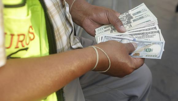 En el año, el dólar acumula una baja de 1.25%. (Foto: GEC)