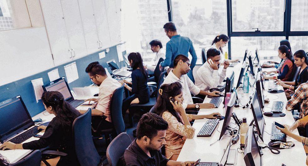 Trabajadores. De mediano, alto y muy alto riesgo deben pasar prueba para regresar a su centro de trabajo. (Foto: iStock)