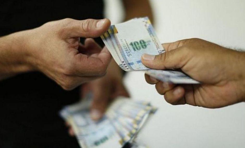 El monto a pagar está libre de descuentos, salvo el impuesto a la renta, y el trabajador debe considerar que le corresponderá recibirla íntegramente si laboró un semestre completo. (Foto: GEC)