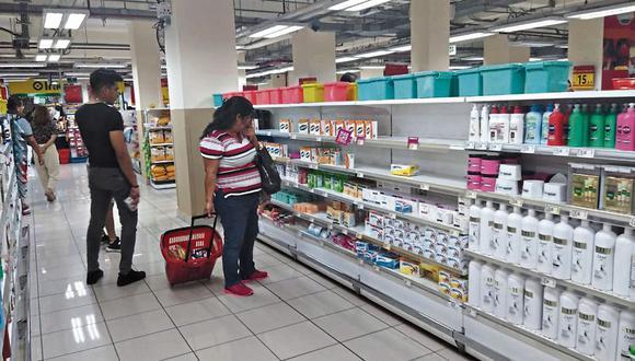 Impacto. Ventas de productos de cuidado e higiene personal y de alimentos registrarían un alza considerable este mes. (Foto: César Zamalloa /GEC )