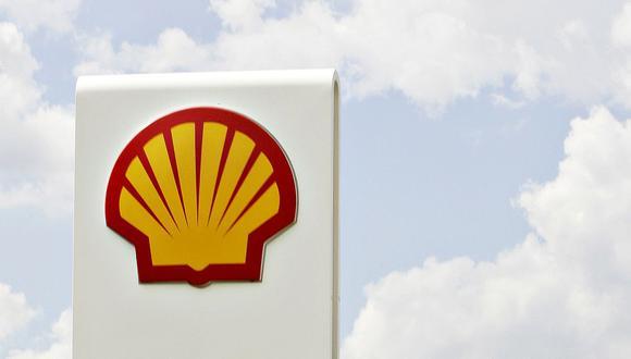 """Las petroleras como Shell son de los mayores contaminantes del planeta y """"todos deberían aportar un granito de arena en esta jornada hacia un estilo de vida más verde"""" porque """"ni hay un plan B, ni hay más alternativa"""" que reducir las emisiones, recuerda Hellendoorn. (Foto: AFP)"""