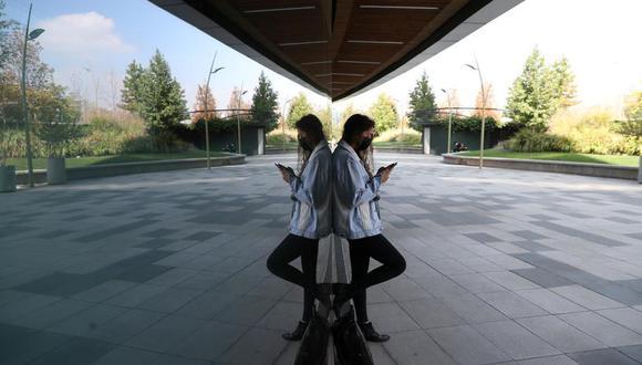 Analistas en el mercado chileno creen que es probable que Huawei haga su despliegue de tecnología 5G a través de la compañía WOM, del fondo de inversión británico Novator Partners. (Reuters)