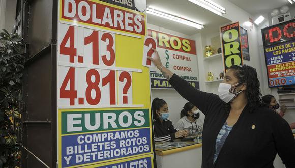 El dólar acumula una ganancia de 12.35% en el mercado cambiario en lo que va del 2021. (Foto: Joel Alonzo / GEC)