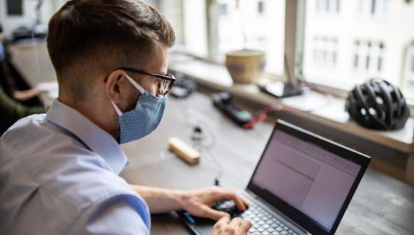 Con mucho estrés, fatiga y distracciones en el hogar, no es sorprendente que una encuesta reciente descubriera que las personas que optan por trabajar en la oficina son más productivas.