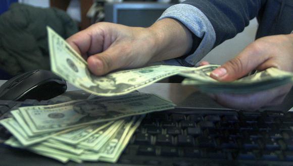 En lo que va del año, el dólar acumula un avance de 8.39% en la plaza local. (Foto: AFP)