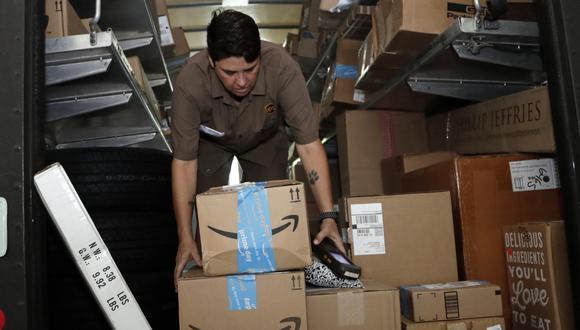 Amazon ha visto un incremento sin precedentes de su negocio desde que se desató la pandemia y de que Gobiernos de todo el mundo decretaran órdenes de confinamiento y distanciamiento social. (AP Photo/Lynne Sladky, File)</p>